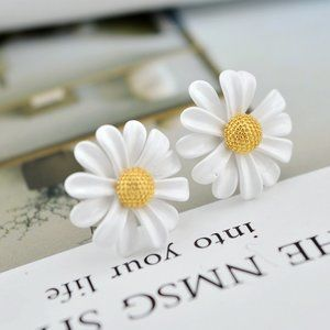 Kate Spade Fresh and Sweet Daisy Earrings